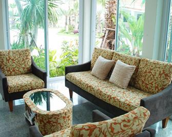 Martina Hotel - Surin - Living room