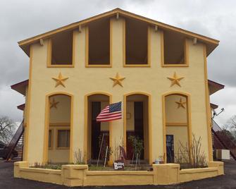 Carefree Inn Flatonia - Flatonia - Building