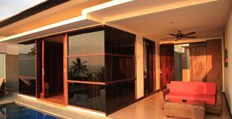 Lima Satu Resort - Mataram - Edificio