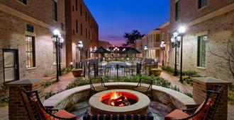 Residence Inn by Marriott Savannah Downtown/Historic District - Savannah - Uteplats