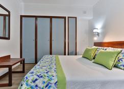 Hotel Arangues - Setúbal - Slaapkamer