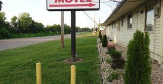 Indian Mound Motel - Fairmont City - Outdoor view