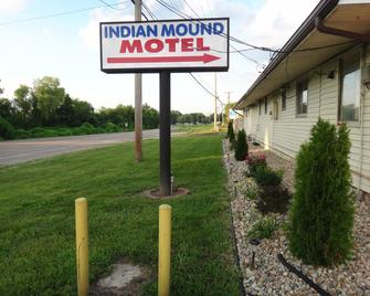 Indian Mound Motel - Fairmont City - Вигляд зовні