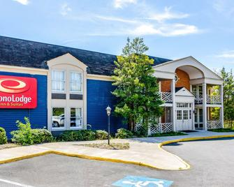 Econo Lodge Inn & Suites - Radford - Building