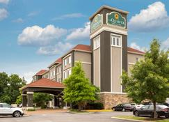 La Quinta Inn & Suites by Wyndham Smyrna TN - Nashville - Smyrna - Rakennus