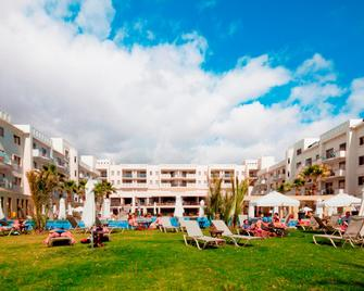 Capital Coast Resort And Spa - Paphos - Bâtiment
