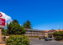 Best Western PLUS Landmark Inn - Lincoln City - Building