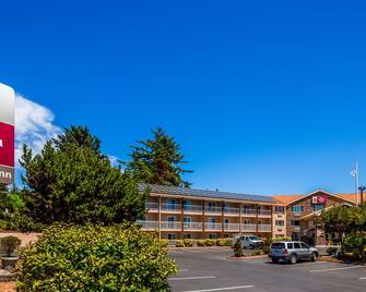 Best Western PLUS Landmark Inn - Лінкольн-Сіті - Building