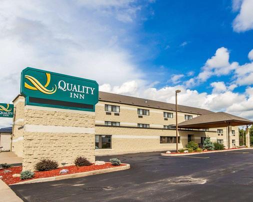 Quality Inn - La Crosse - Building