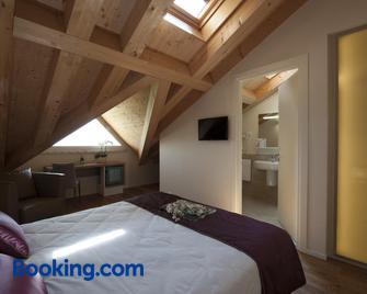 Hotel Villa Del Poggio - San Pietro di Feletto - Camera da letto