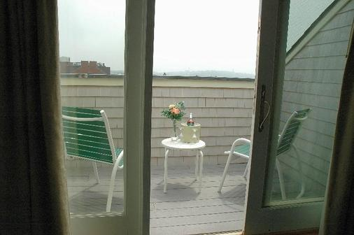 Newport Bay Club and Hotel - Newport - Balcony
