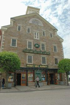 Newport Bay Club and Hotel - Newport - Building