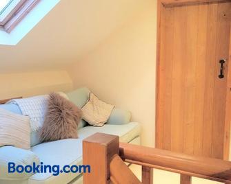 Rose cottage holidaylet - Corsham - Living room