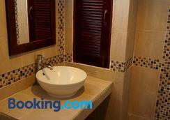 Hathai House - Ko Samui - Bathroom