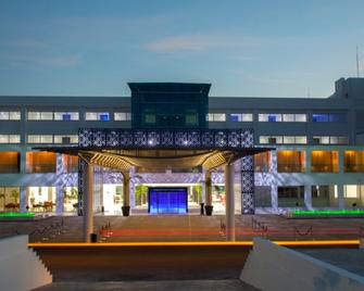 King Evelthon Beach Hotel & Resort - Pafos - Building