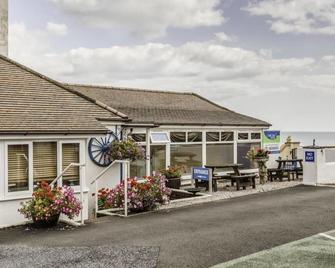 Lyme Bay House - Dawlish - Building