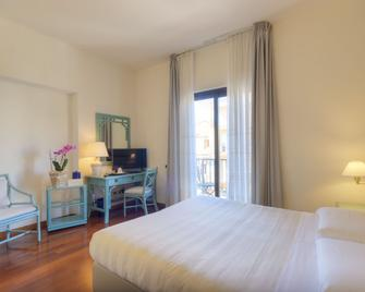 Hotel Enzo - Porto Recanati - Bedroom