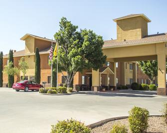 Legacy Inn and Suites Artesia - Artesia - Building