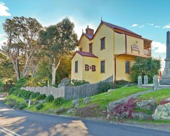 Two Story Bed and Breakfast - Central Tilba - Building