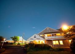 Pelham House Resort - Dennis Port - Building