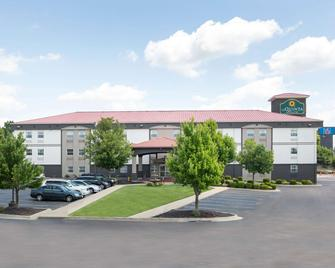 La Quinta Inn & Suites by Wyndham Blue Springs - Blue Springs - Gebäude