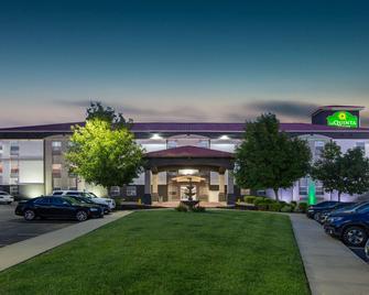 La Quinta Inn & Suites by Wyndham Blue Springs - Blue Springs - Building