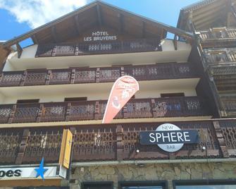 Hotel Les Bruyères L'Alpe d'Huez - Huez - Building