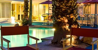 Palm Springs Rendezvous - פאלם ספירנגס - בריכה