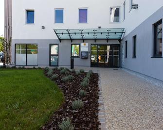 Hôtel Première Classe Chartres Barjouville - Chartres - Building