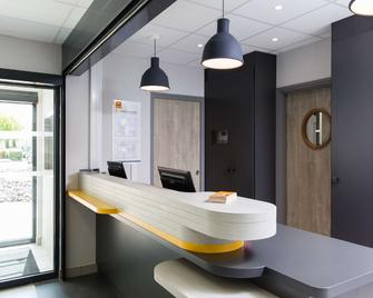 Hôtel Première Classe Chartres Barjouville - Chartres - Front desk