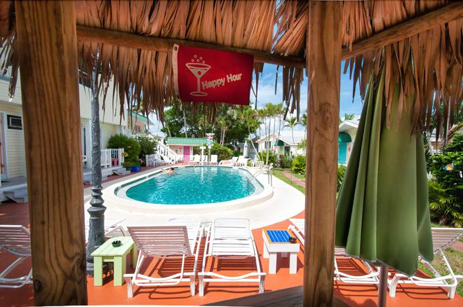 Silver Sands Villas - Fort Myers Beach - Pool