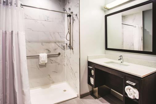 拉金塔巴爾的摩市中心旅館及套房 - 巴爾的摩 - 浴室