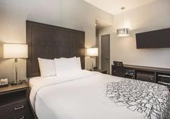 La Quinta Inn & Suites by Wyndham Baltimore Downtown - Baltimore - Makuuhuone