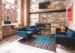 拉金塔巴爾的摩市中心旅館及套房 - 巴爾的摩 - 休閒室