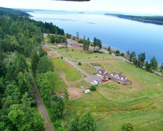 Two Eagles Lodge - Union Bay - Outdoors view