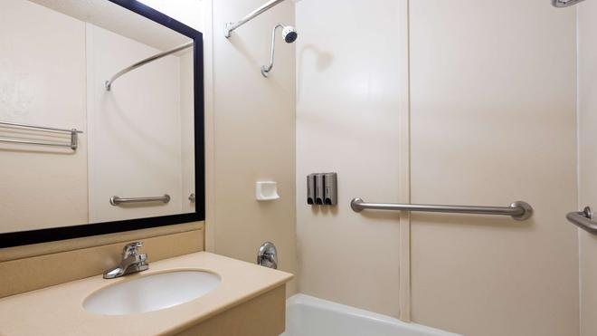 SureStay Hotel by Best Western Blythe - Blythe - Bathroom