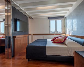 Hotel Rialto - Venice - Bedroom