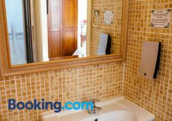 Pymgate Lodge Hotel - Cheadle (Greater Manchester) - Bathroom