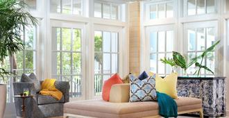 LaPlaya Beach & Golf Resort - A Noble House Resort - Naples - Living room