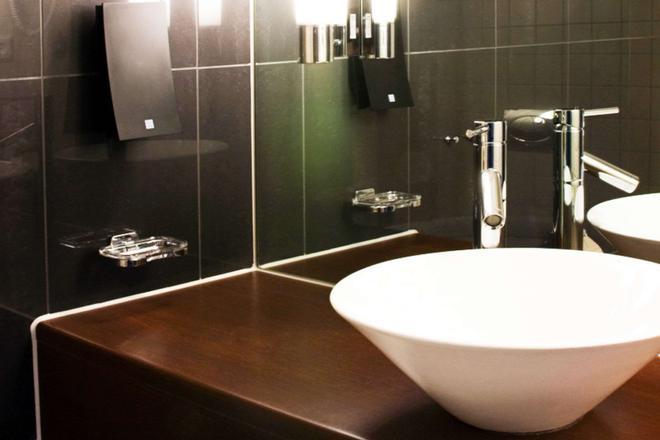 Clarion Hotel Bergen Airport - Bergen - Bathroom