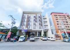 RedDoorz Plus @ Roxas Street Davao - Davao - Bâtiment