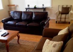 Luxurious 5-Star 3br Elite Location - Virginia Beach - Living room