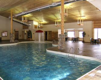 Holiday Inn Express Munising-Lakeview - Munising - Zwembad