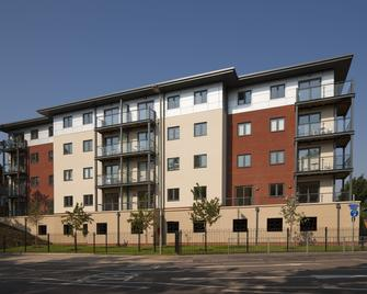 Equinox Place by House of Fisher - Farnborough - Gebouw