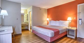 Motel 6 San Francisco, CA - San Francisco - Bedroom
