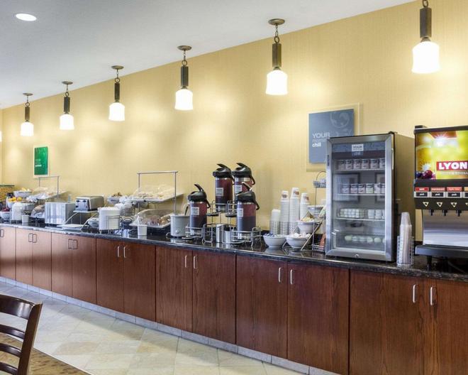 舒適套房飯店 - 拉皮德城 - 自助餐