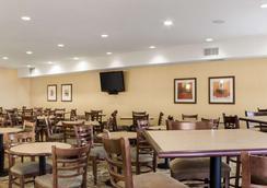 舒適套房飯店 - 拉皮德城 - 餐廳