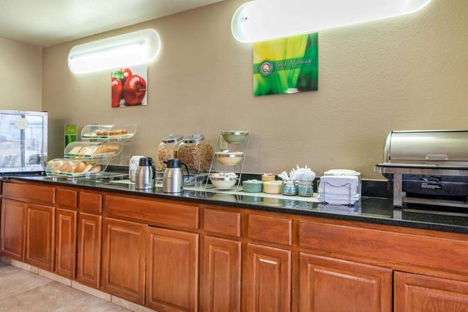 Quality Inn & Suites - Limon - Buffet