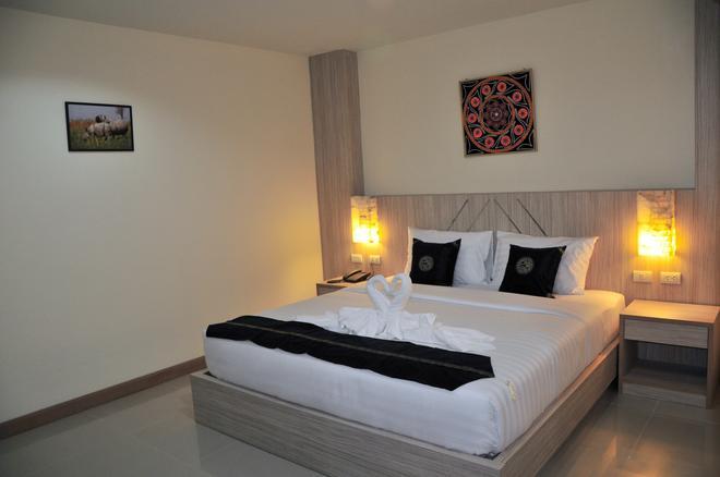 谷貢巴東酒店 - 巴東 - 芭東海灘 - 臥室