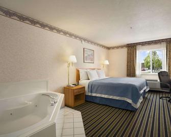 Days Inn by Wyndham Springville - Springville - Спальня